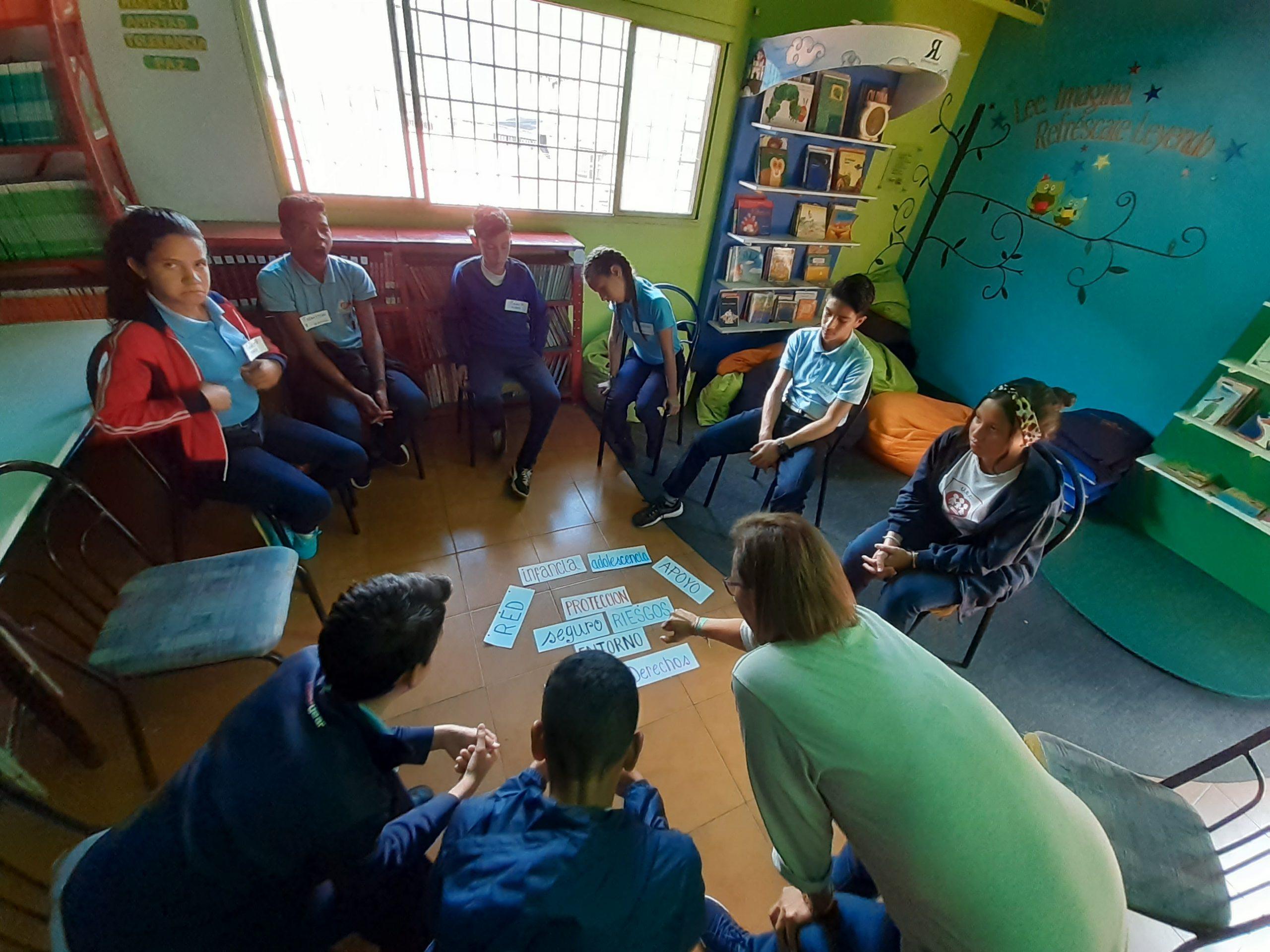 En El Módulo Protección Infantil – Juvenil Y Redes De Apoyo , Tuviñez Carrasquero Pone De Manifiesto Que  El Apoyo Social Es Un Componente Fundamental Para El Desarrollo Del Bienestar Individual Y Familiar