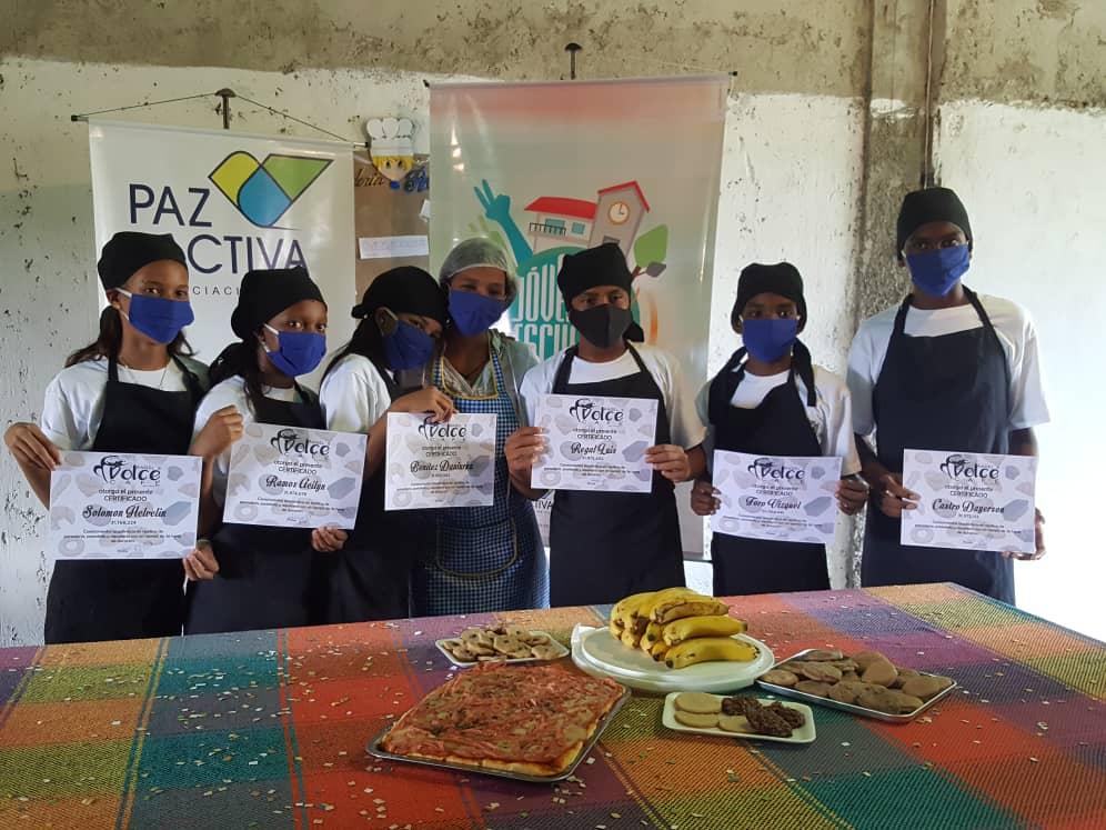 Adolescentes De La UE Argelia Laya Culminaron Formación En Panadería Y Pastelería